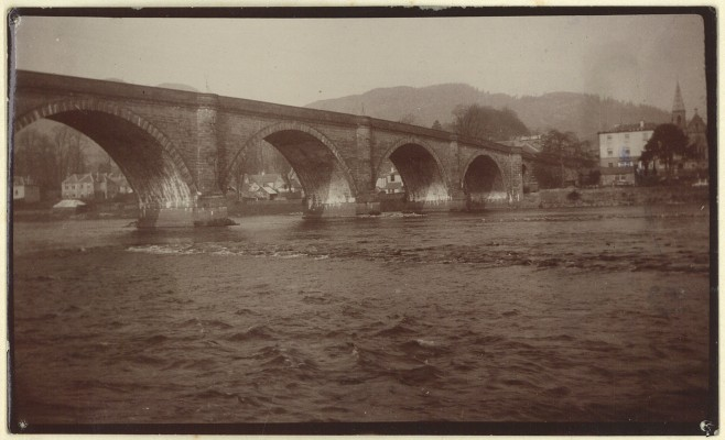 Dunkeld Bridge, July 1903, photo taken by Roy Fleming